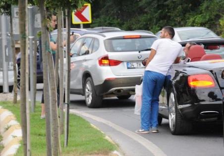 Ali Ağaoğlu hayranları ile trafikte