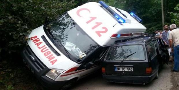 Ambulans kaza yaptı, evde bekleyen hasta öldü