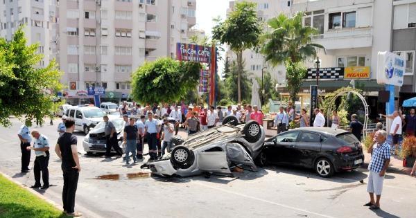 Antalya'da Kazada 3 Kişi Yaralandı