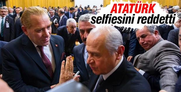 Bahçeli Atatürk selfiesini reddetti