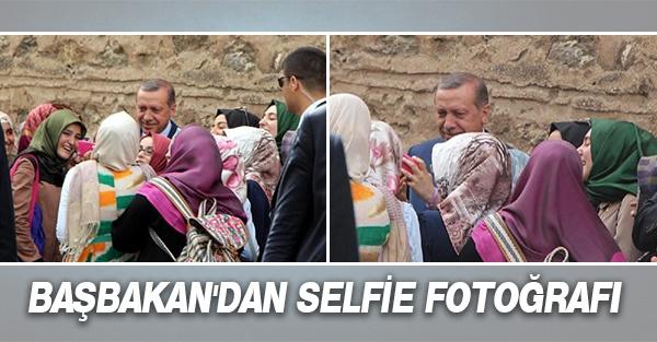 BAŞBAKAN'DAN SELFİE FOTOĞRAFI