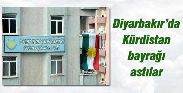 Bazı parti ve dernekler 'Kürdistan' bayrağı astı