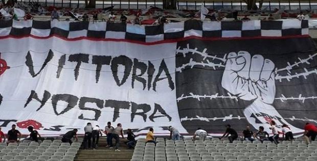 Beşiktaş'a Arsenal maçı öncesi pankart engeli