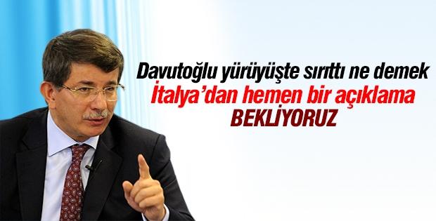 Davutoğlu, 'sırıttı' için İtalya'dan açıklama bekliyor