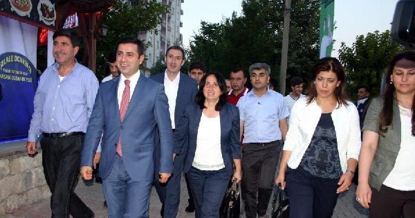 """Demirtaş: """"işadamlarına Başbakan'ın Kampanyasına Zorla Bağış Yaptırılıyor"""""""