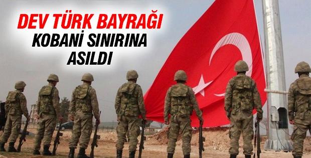 Dev Türk bayrağı Kobani sınırına asıldı