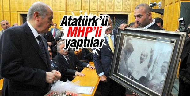 Devlet Bahçeli'ye Bozkurt yapan Atatürk fotoğrafı