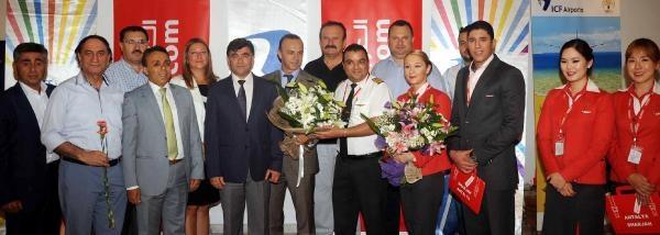 Dubai'den Antalya'ya İlk Uçak 168 Yolcu Getirdi