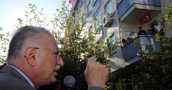 Ekmeleddin İhsanoğlu Bağcılar'da Vatandaşlarla Bayramlaştı