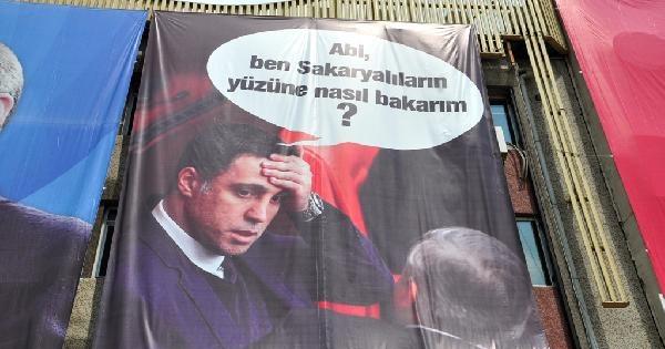 Erdoğan'ın Miting Alanında Hakan Şükür'e Pankartlı Gönderme