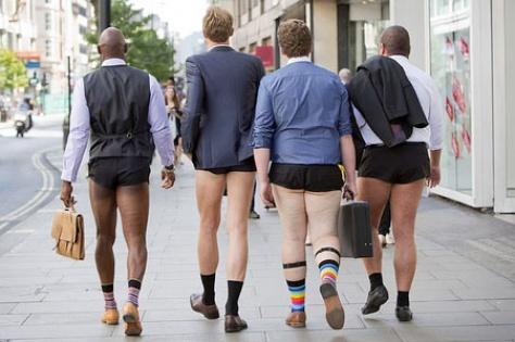 Erkeklerde yeni trend: Takım elbise şort