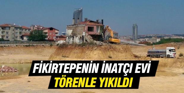 Fikirtepe inatçısı'nın evi düzenlenen törenle yıkıldı