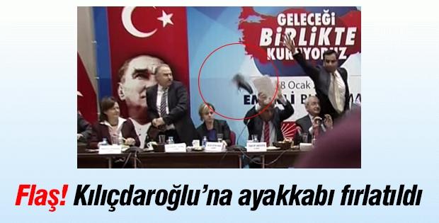 Flaş! Kemal Kılıçdaroğlu'na ayakkabı fırlatıldı