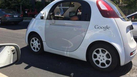 Google'dan en yeni sürücüsüz otomobil