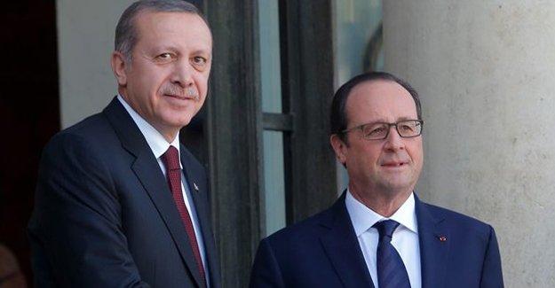 Hollande, Esad'la görüşen parlamenterleri eleştirdi