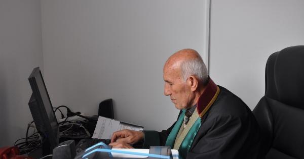 Hukuk Fakültesi'ni 54 Yıl Sonra Bitirdi, Avukat Oldu