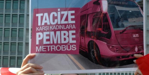 İBB önünde pembe metrobüs eylemi