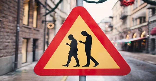 İsveç'te telefon bağımlısı trafik levhası