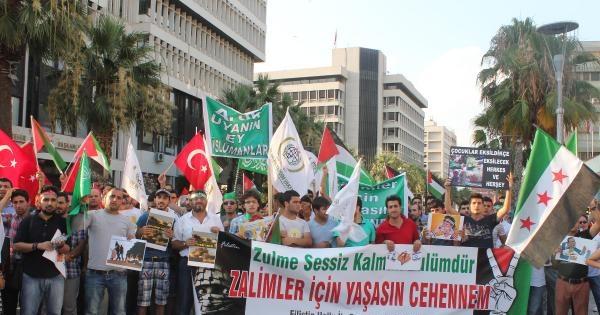 İzmir'de, Gazze'ye Destek Eyleminde İsrail Bayrağı Yakıldı