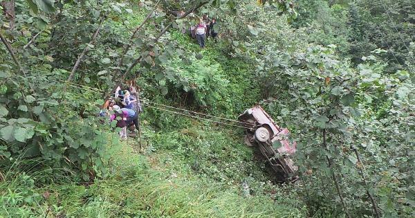 Kamyonet Uçuruma Yuvarlandı; Sürücü Öldü, Eşi Yaralandı