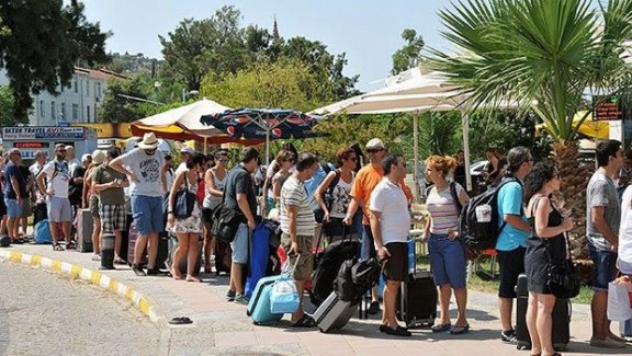 Komşudaki kriz tatilcilere yaradı