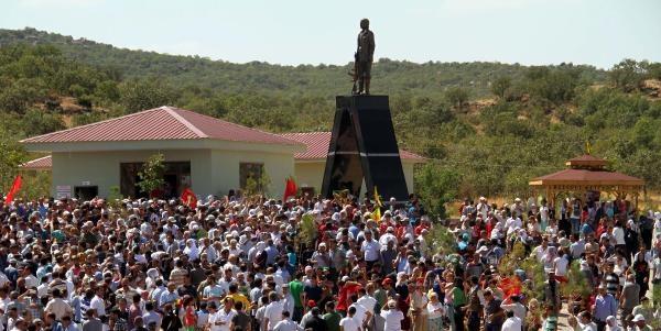 Lice'deki Pkk Mezarlığına Mahsum Korkmaz'ın Heykeli Dikildi