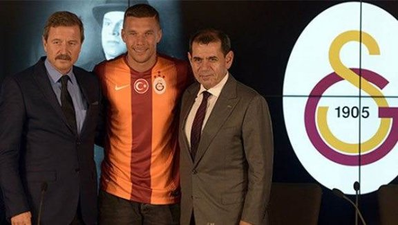 Lukas Podolski imzaladı