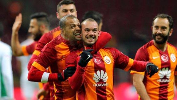 Melo Sneijder'i ısırdı