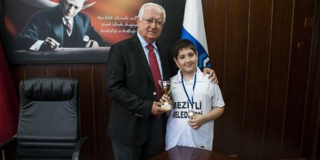 Mezitli'nin Sporcusu Barış Özenir Santrançta Dünya 3.'sü Oldu
