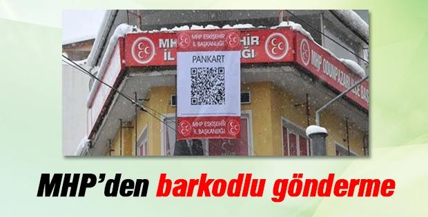 MHP'nin barkodlu pankartında ne yazıyor?