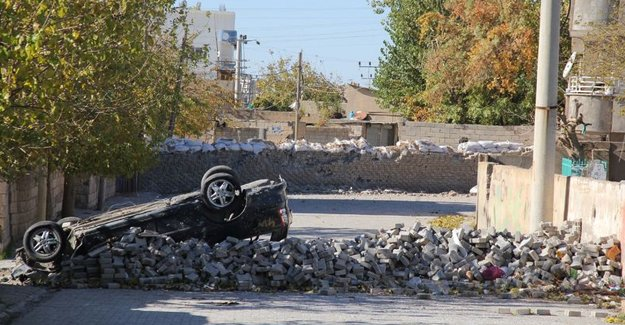 Nusaybin'de bombalı saldırı: 6 polis yaralı