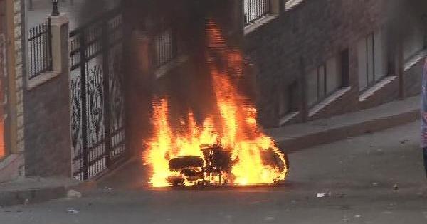 Okmeydanı'nda 2 Polis Motosikleti Yakıldı