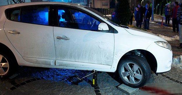Otomobilin altında kalan yaya ağır yaralandı