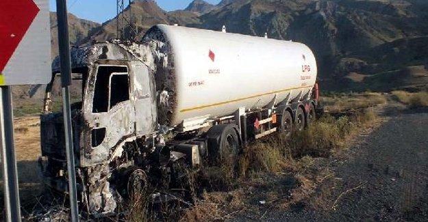 PKK Kars'ta 12 araç yaktı