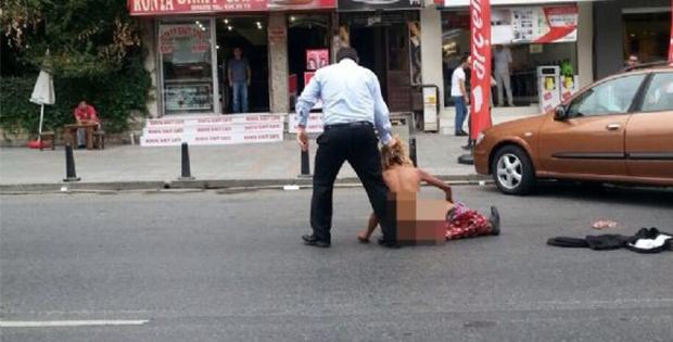 Polisi duyunca çırılçıplak soyundu