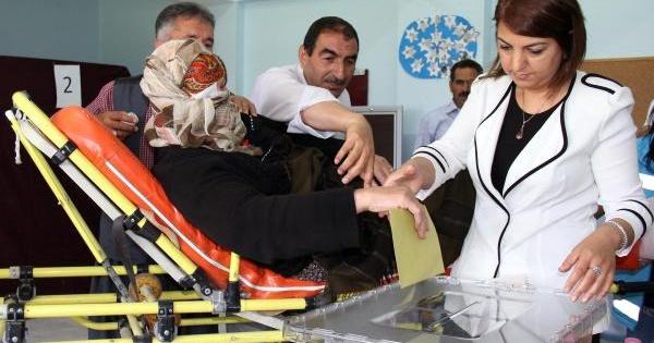 Sağlık Ekiplerinden Oy Kullanacak Hastalara Hizmet