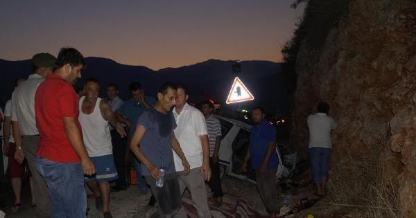 Şerit İhlali Yaptı, Ortalık Kan Gölüne Döndü: 3 Ölü, 4 Yaralı