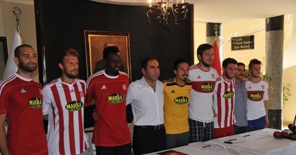 Sivasspor'da Yeni Transferlere İmza Töreni Yapıldı