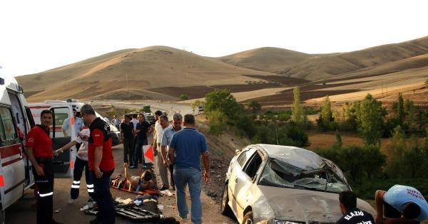 Takla Atan Otomobilde Aynı Aileden 7 Kişi Yaralandı