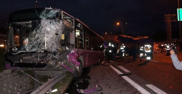 Tem' deki feci kaza trafiği felç etti