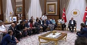 Ünlü İsimler Cumhurbaşkanı Erdoğan'ı Ziyaret Yaptı