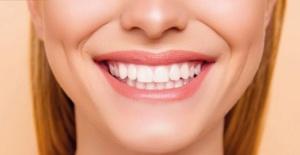 Dişlerdeki sarı lekeler nasıl geçer ? Doğal yöntemler