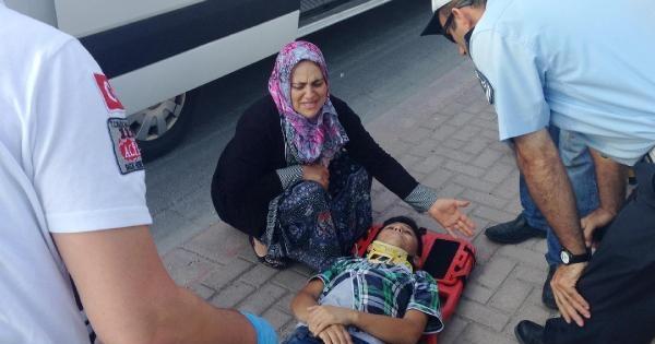 Yaralı Oğlunun Elini Bırakmayıp Başında Gözyaşı Döktü