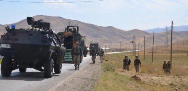 Yüksekova'da askeri araca hain saldırı!