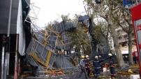 Beyoğlu Cumhuriyet Caddesi üzerinde İnşaat iskelesi çöktü